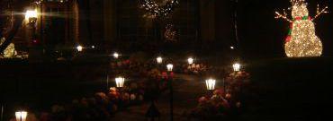 Jak dobrać oświetlenie świąteczne na zewnątrz?
