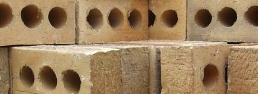 Plusy i minusy ekologicznych domów z gliny