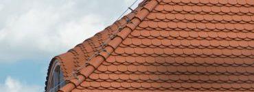 Dachówka karpiówka ceramicznym pokryciem dachu