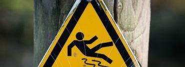 Ogrzewanie podjazdów, schodów i rynien. Jak poradzić sobie z oblodzoną nawierzchnią?