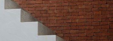 Jak układać płytki na schodach zewnętrznych?