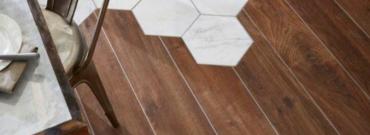 Jak układać płytki imitujące drewno?