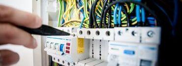 Rozdzielnica elektryczna w domu: połączenie i dobór odpowiedniego wyposażenia