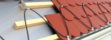 Instalacja przeciwoblodzeniowa – jak zabezpieczyć dach na zimę?