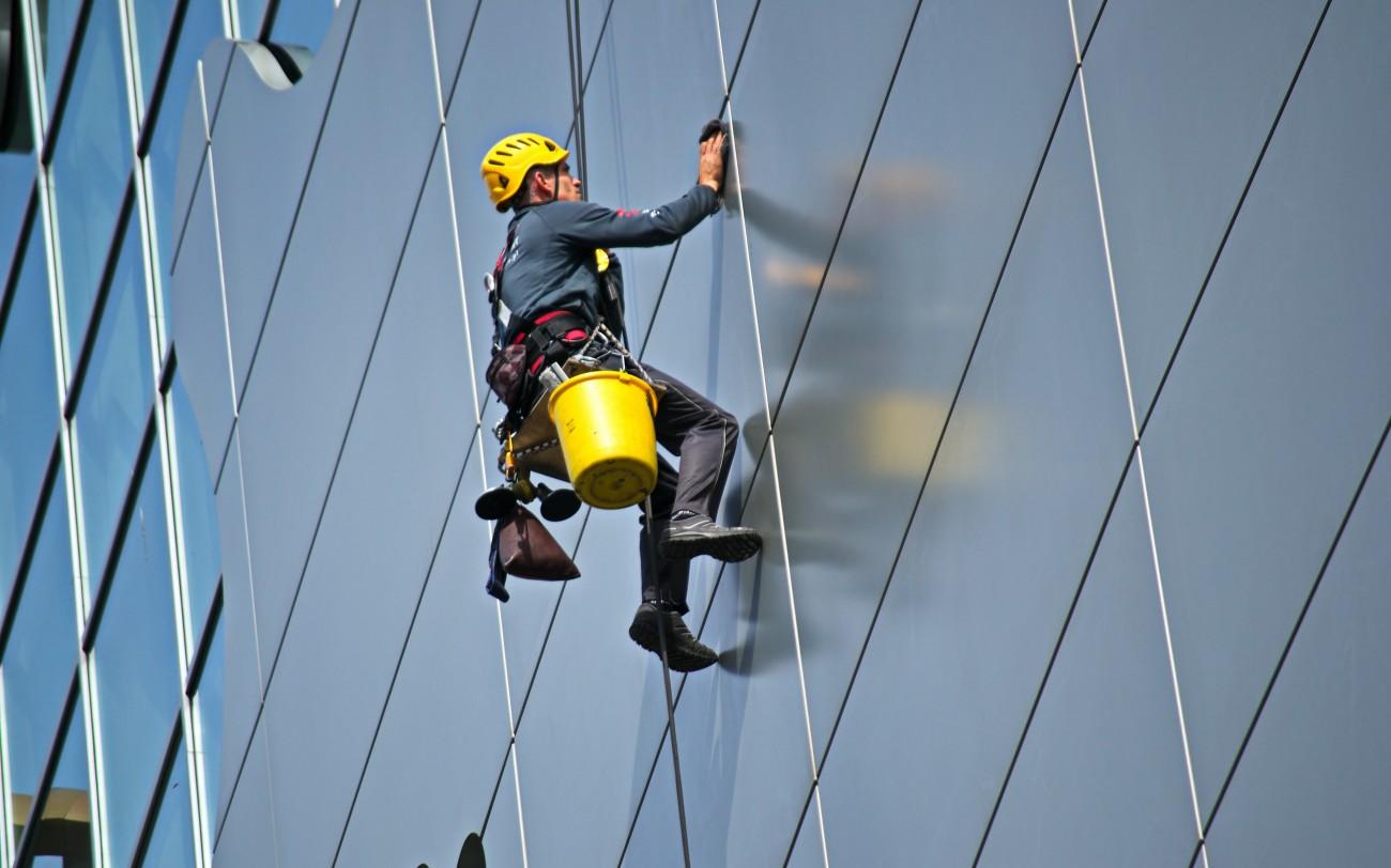 Pracować na wysokości zaczepić do bezpieczeństwa
