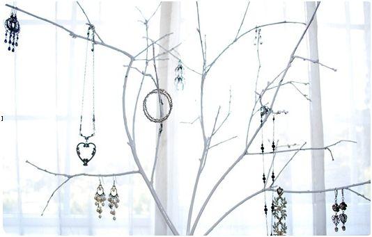 jewelry-tree-closeup2
