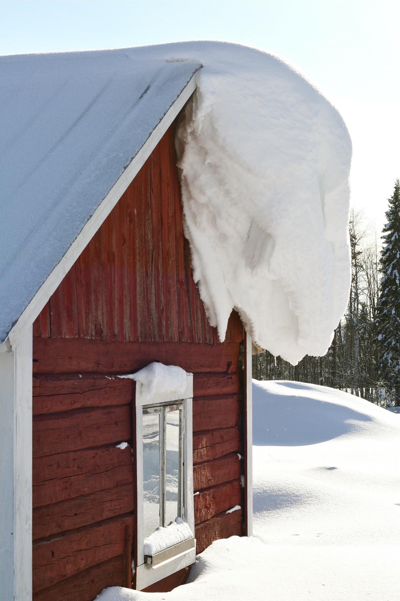 Dach w zimie odśnieżanie